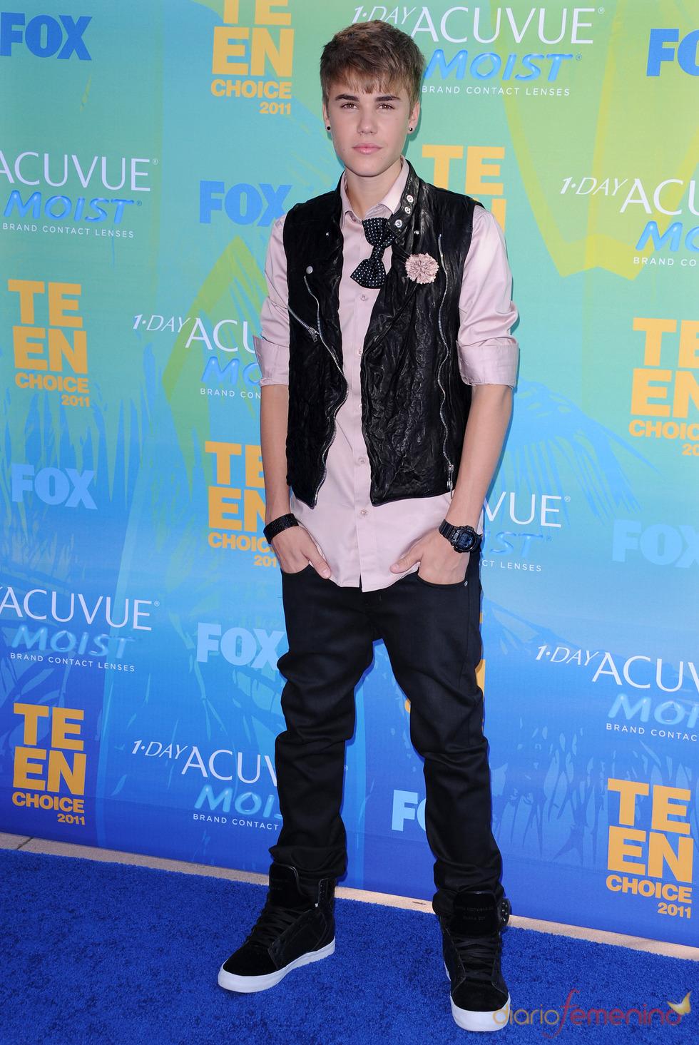 Justin Bieber en la alfombra azul de los Teen Choice Awards 2011