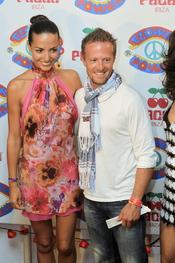Sete Gibernau y Laura Barriales en la fiesta Flower Power en Ibiza 2011