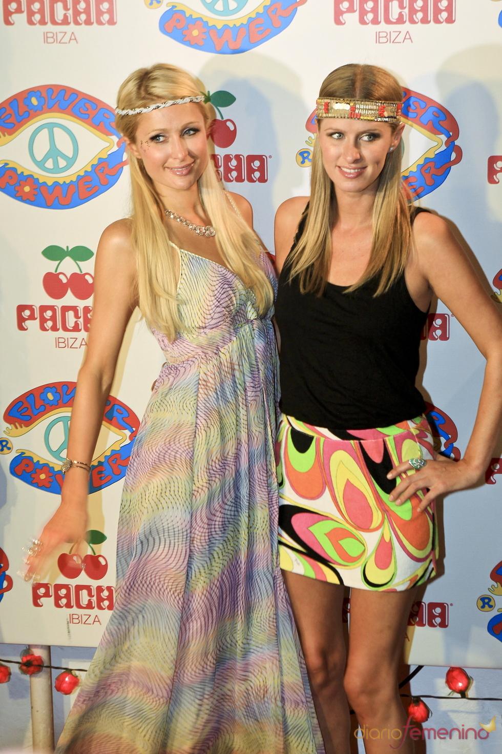 Paris y Nicky Hilton en la fiesta Flower Power en Ibiza 2011