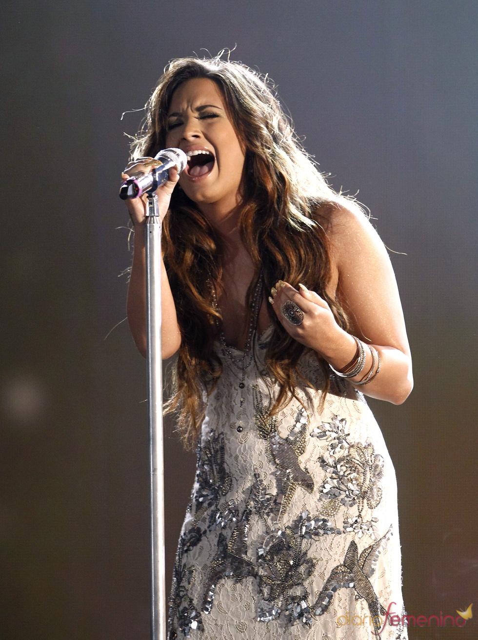 Demi Lovato canta en la gala de los 'Do Something Awards' 2011