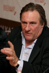 Gérard Depardieu orina en el pasillo de un avión estando ebrio