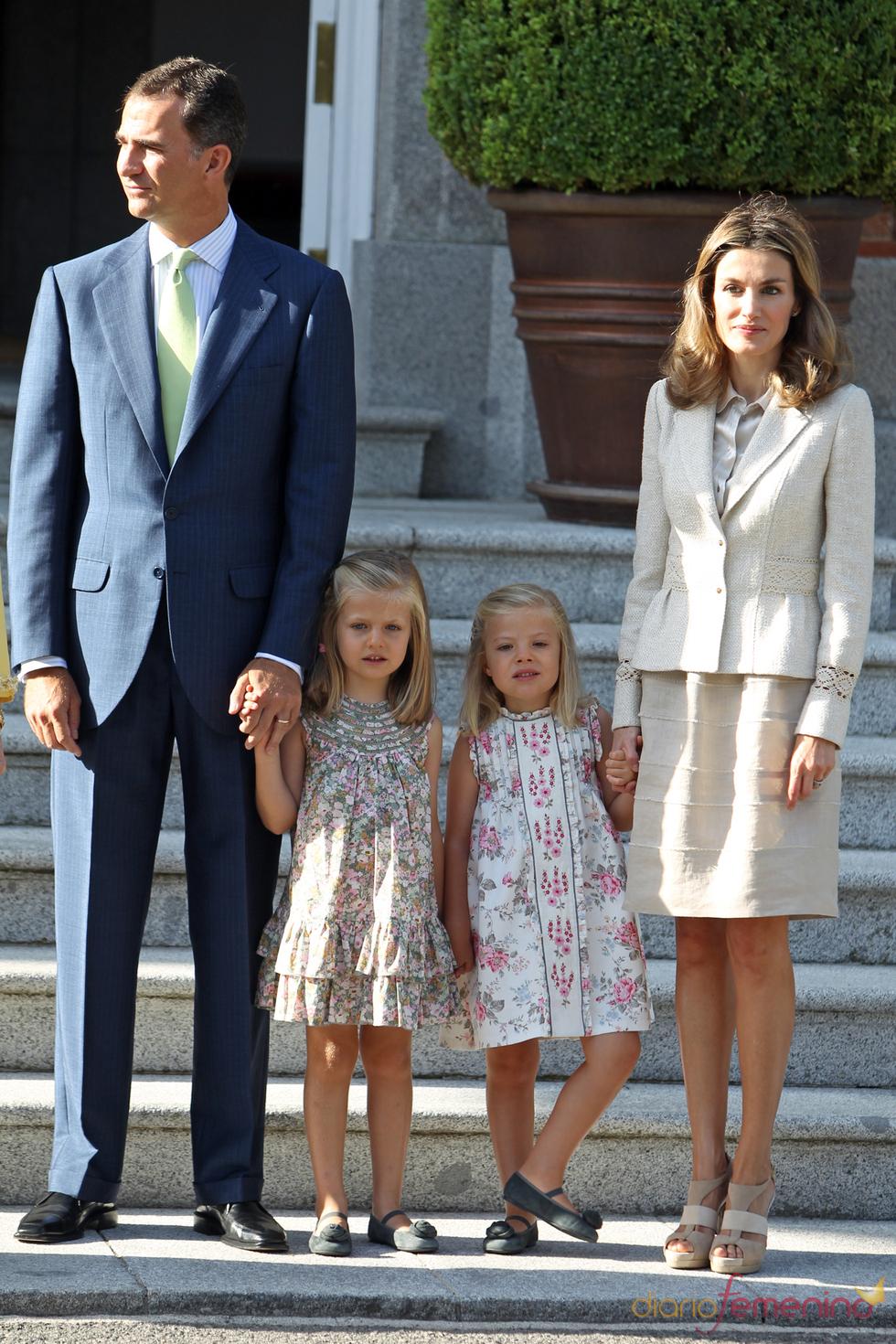 La princesa Letizia, el príncipe Felipe y las infantas Leonor y Sofía reciben al Papa en la Zarzuela durante las JMJ
