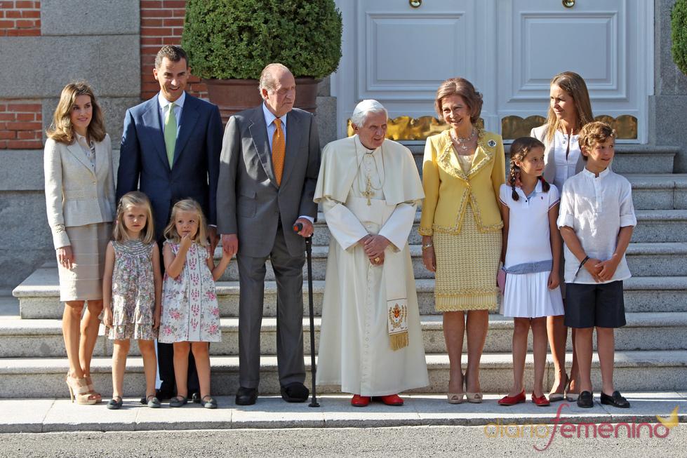 La Familia real con el Papa Benedicto XVI en la Zarzuela durante las JMJ