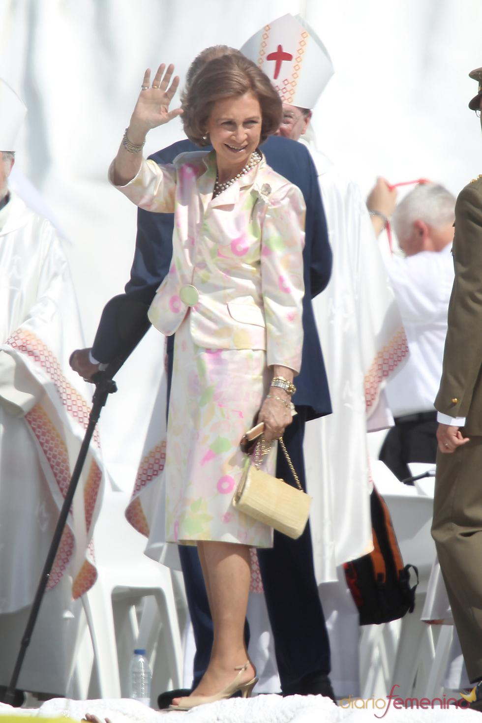 El 'look' de la reina Sofía al despedir al Papa Benedicto XVI en Cuatro Vientos tras concluir las JMJ