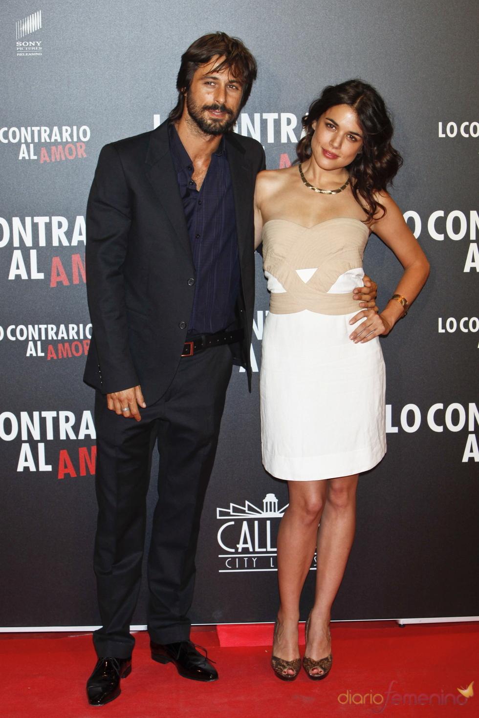 Hugo Silva y Adriana Ugarte en el estreno de 'Lo contrario al amor' en Madrid