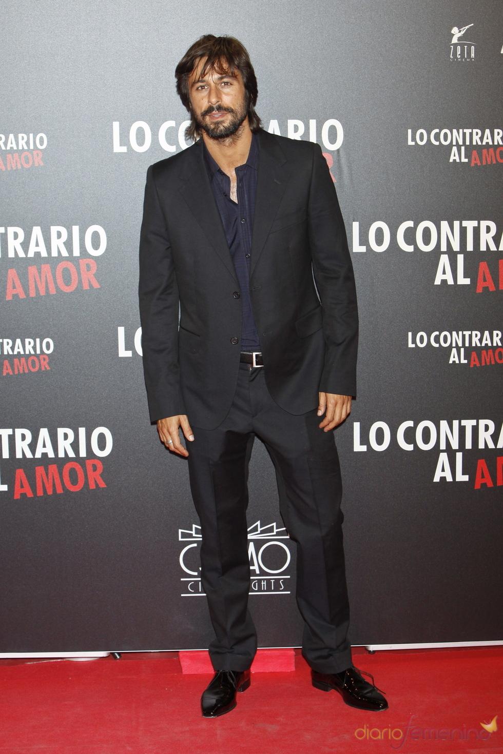 Hugo Silva en el estreno de 'Lo contrario al amor' en Madrid