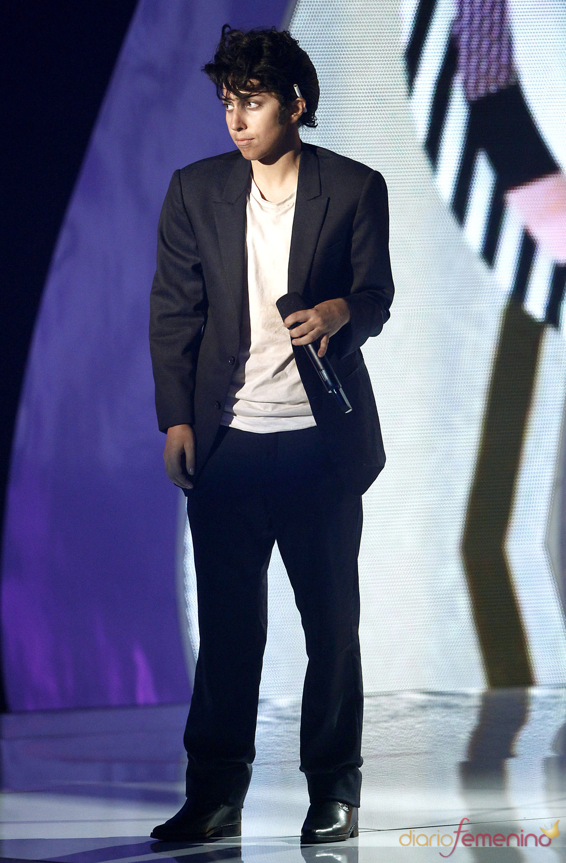 Lady Gaga, disfrazada de hombre, actúa en la gala de los MTV Video Music Awards