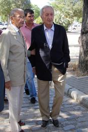 Julio Aparicio en el funeral de Maleni Loreto en Sevilla