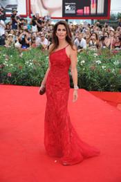Cindy Crawford llega a la alfombra roja del Festival de Cine de Venecia