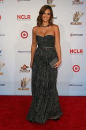 Jessica Alba desfila por la alfombra roja de los latinos 'premios Alma' 2011