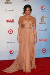 Demi Lovato desfila por la alfombra roja de los latinos 'premios Alma' 2011