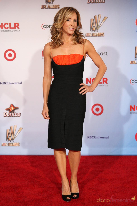 Felicity Huffman desfila por la alfombra roja de los latinos 'premios Alma' 2011