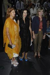 Carmen Alborch, Ángeles González-Sinde y Pilar del castillo en la Pasarela Cibeles 2011 en Madrid