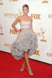 Heidi Klum en la alfombra roja de los Emmy 2011