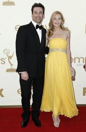 Jon Hamm y Jennifer Westfeldt  en la alfombra roja de los Emmy 2011