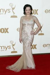 Elisabeth Moss en la alfombra roja de los Emmy 2011