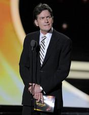 Charlie Sheen en la alfombra roja de los Emmy 2011
