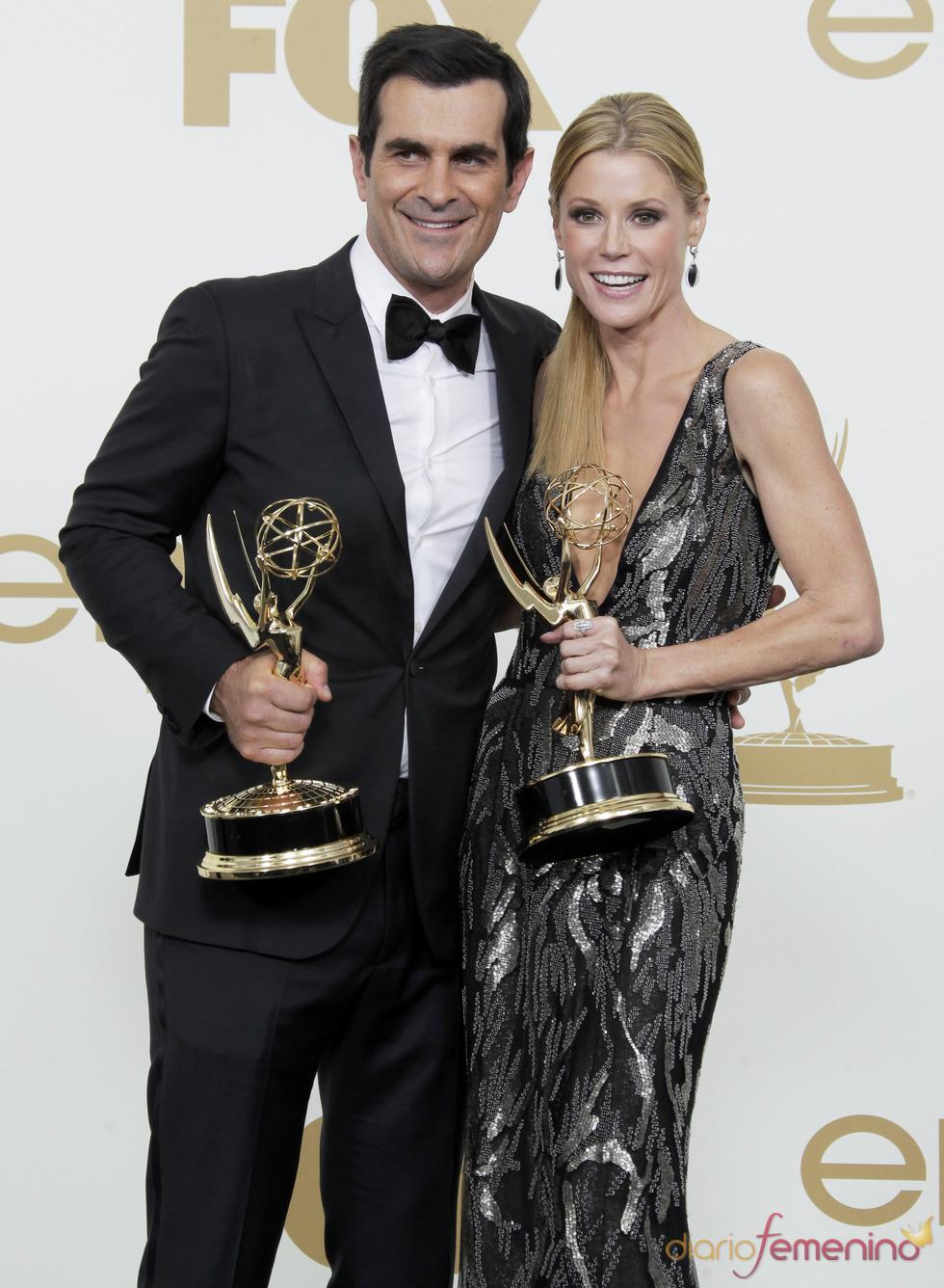 Ty Burrell y Julie Bowen en la alfombra roja de los Emmy 2011