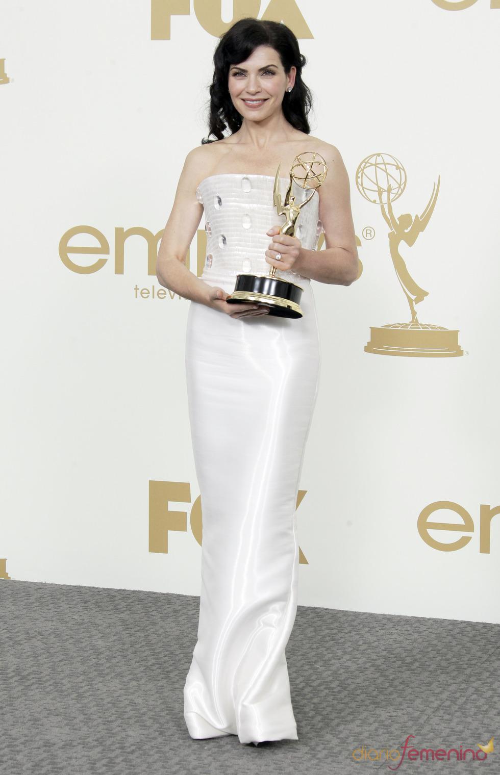 Julianna Marguiles en la alfombra roja de los Emmy 2011