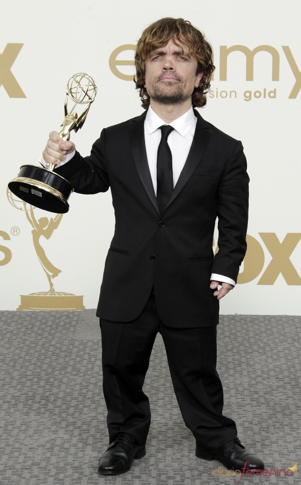 Peter Dinklage en la alfombra roja de los Emmy 2011