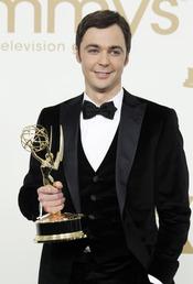 Jim Parsons en la alfombra roja de los Emmy 2011