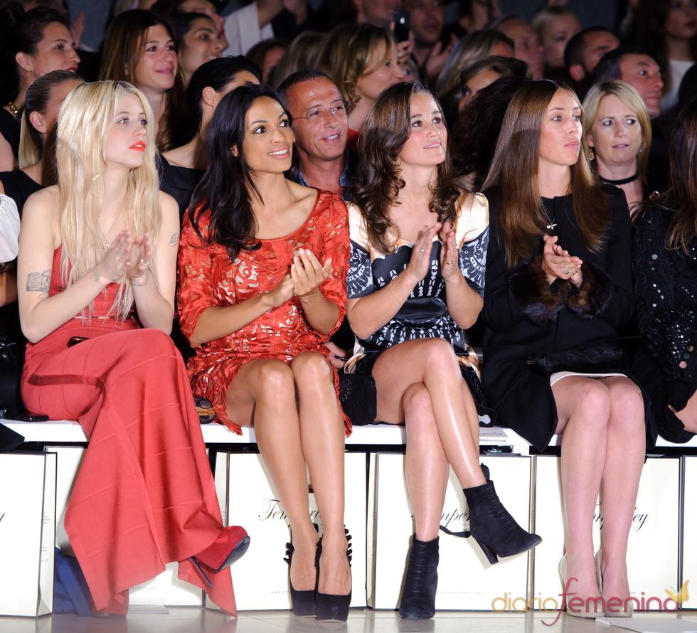 Pippa Middleton y Rosario dawson en la 'London Fashion Week' 2011