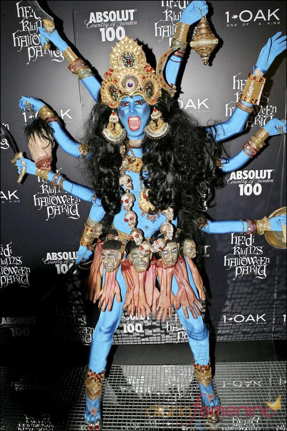Disfraz de Heidi Klum emulando a una diosa hindú