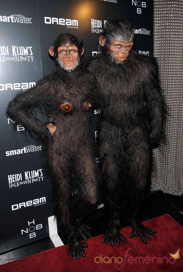 Heidi Klum y Seal con un disfraz que recrea El planeta de los simios