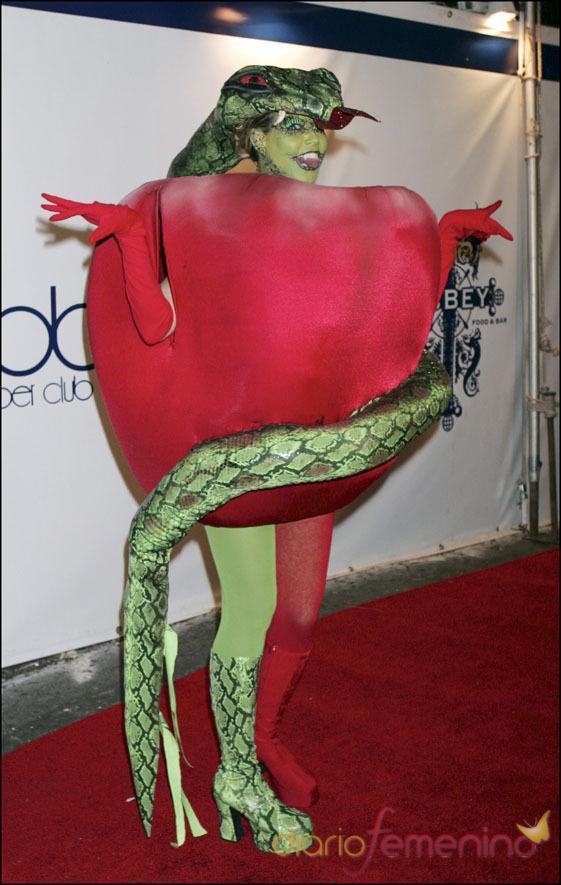 La modelo Heidi Klum disfrazada del pecado original