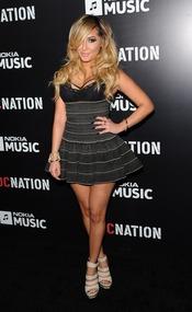Adrienne Bailon en la fiesta de RocNation pre Grammy 2013