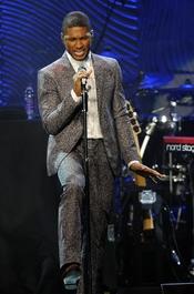 Usher en la fiesta pre Grammy 2013