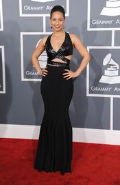 Alicia Keys en la alfombra roja de los Grammy 2013
