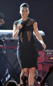Alicia Keys durante su actuación en los Grammy 2013