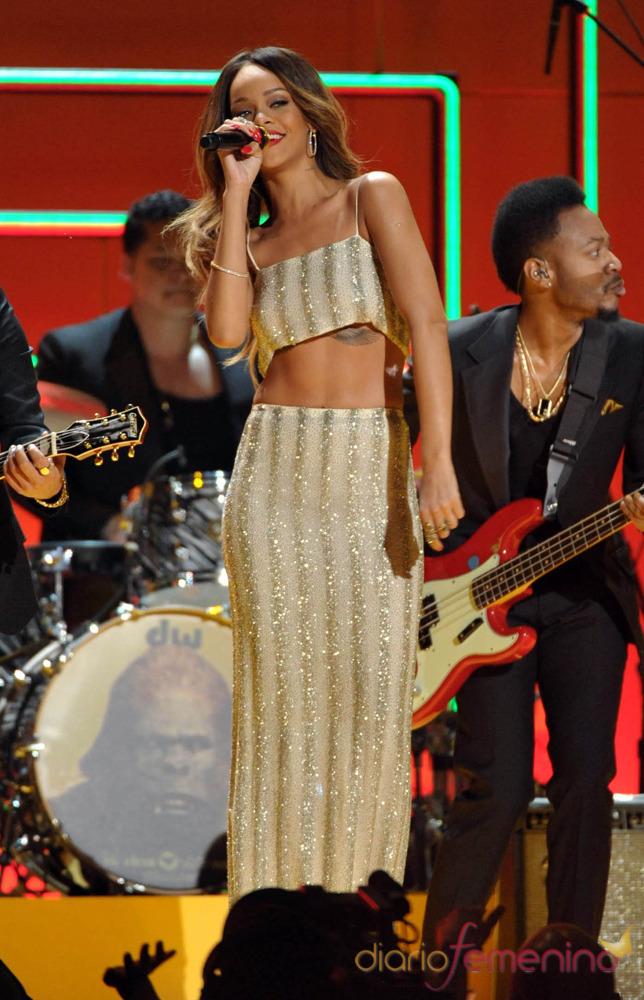 Rihanna durante su actuación en los Grammy 2013