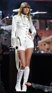 Taylor Swift durante su actuación en los Grammy 2013