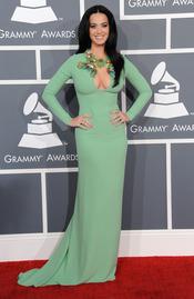 Katy Perry en los Grammy 2013 con un vestido verde