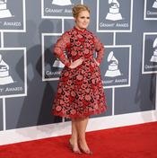 Adele en la alfombra roja de los Grammy 2013