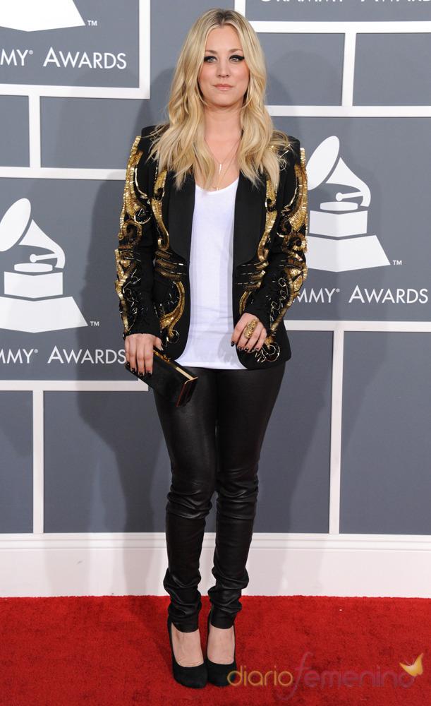 Kaley Cuoco en la ceremonia de los Grammy 2013