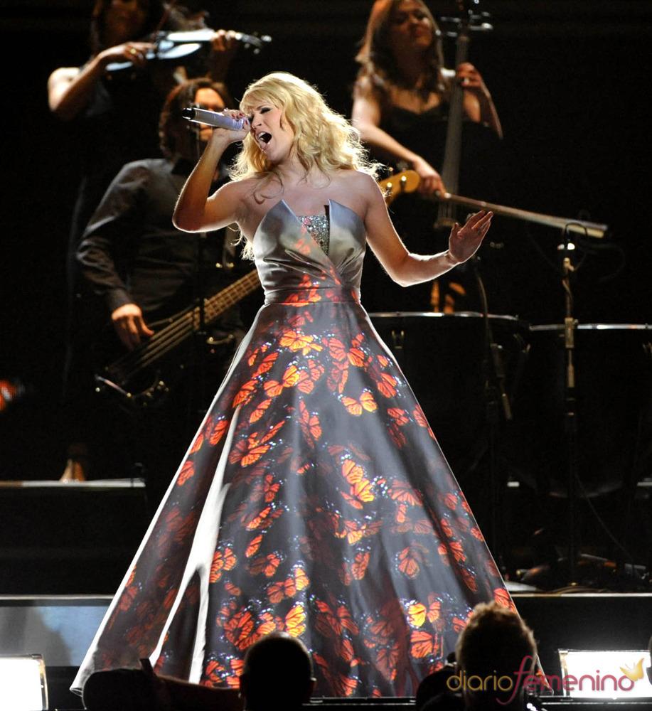 La proyección de las mariposas sobre el vestido de Carrie Underwood