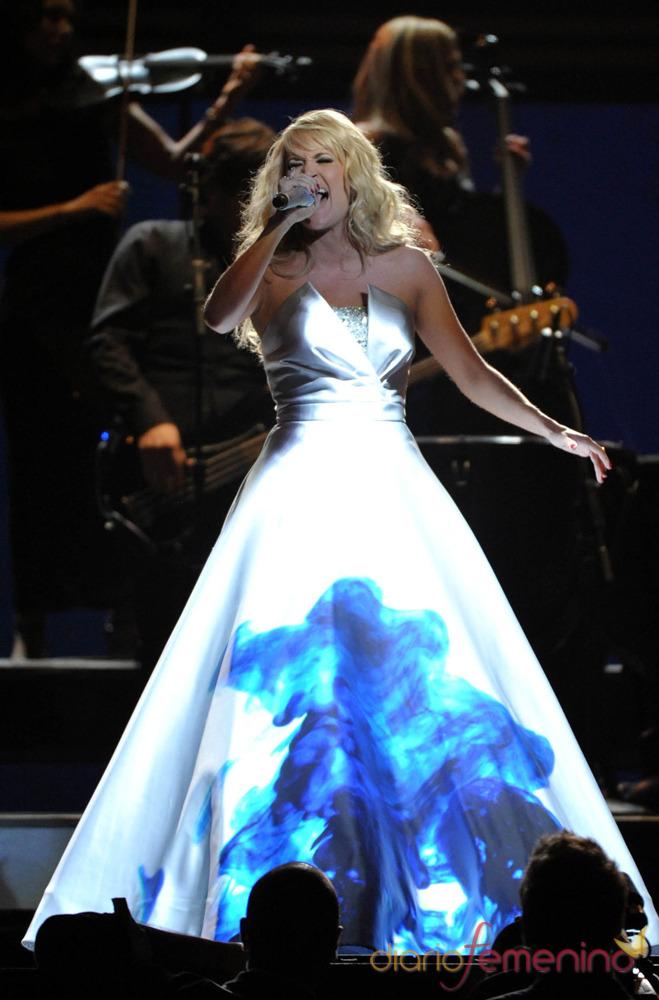 Una de las proyecciones sobre el vestido de Carrie Underwood en los Grammy 2013