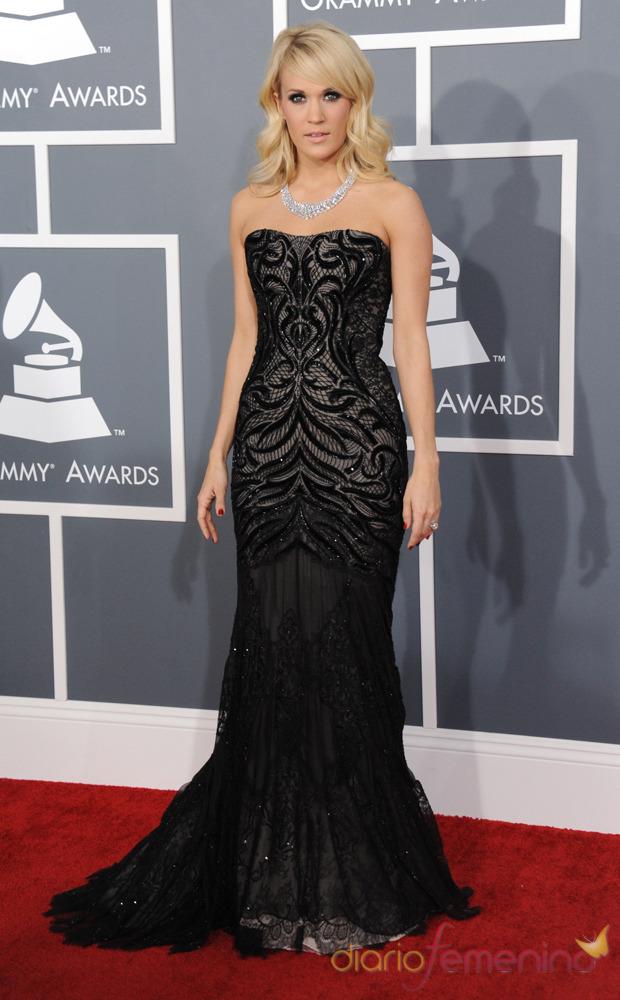 Carrie Underwood en la alfombra roja de los Grammy 2013