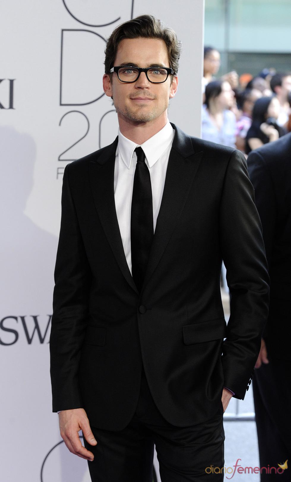 Matt Bomer con gafas de pasta en los premios de la moda CFDA de 2011
