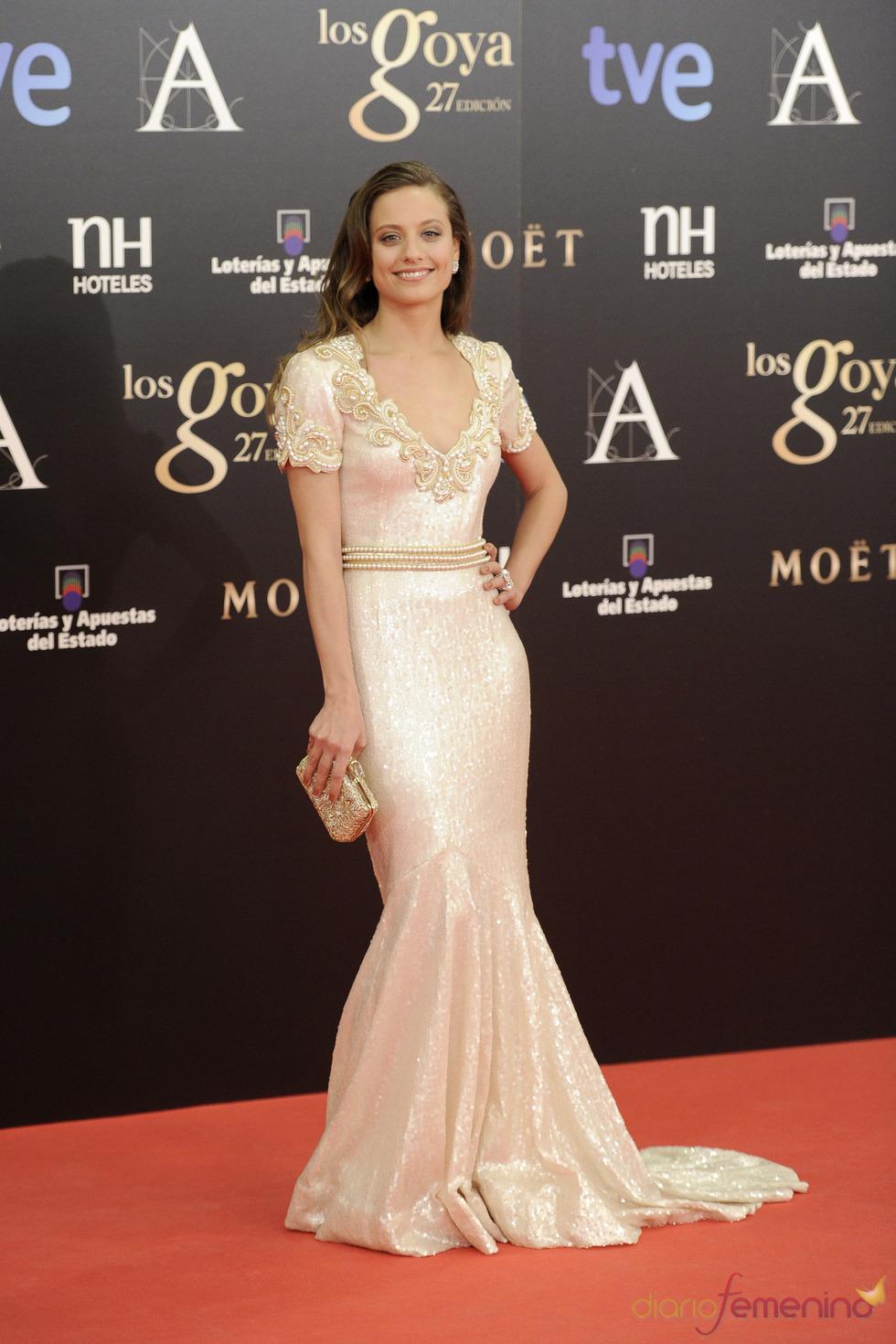 Michelle Jenner en la alfombra roja de los Goya 2013