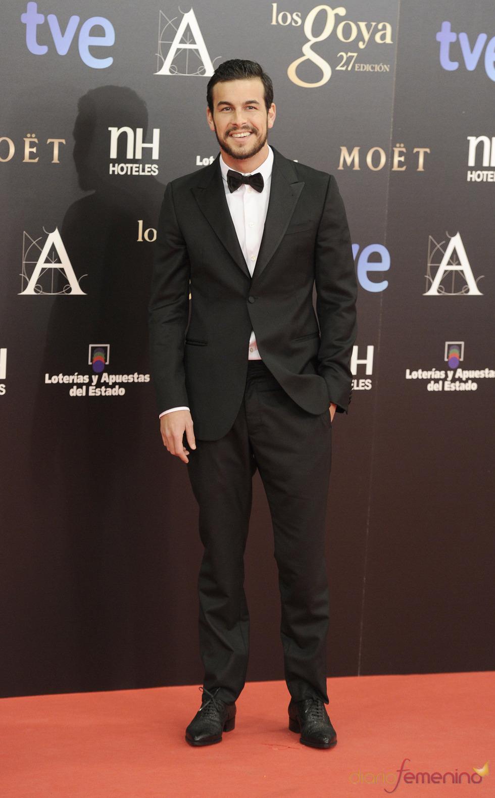 Mario Casas en la alfombra roja de los Goya 2013