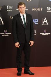 Álvaro Cervantes en la alfombra roja de los Goya 2013