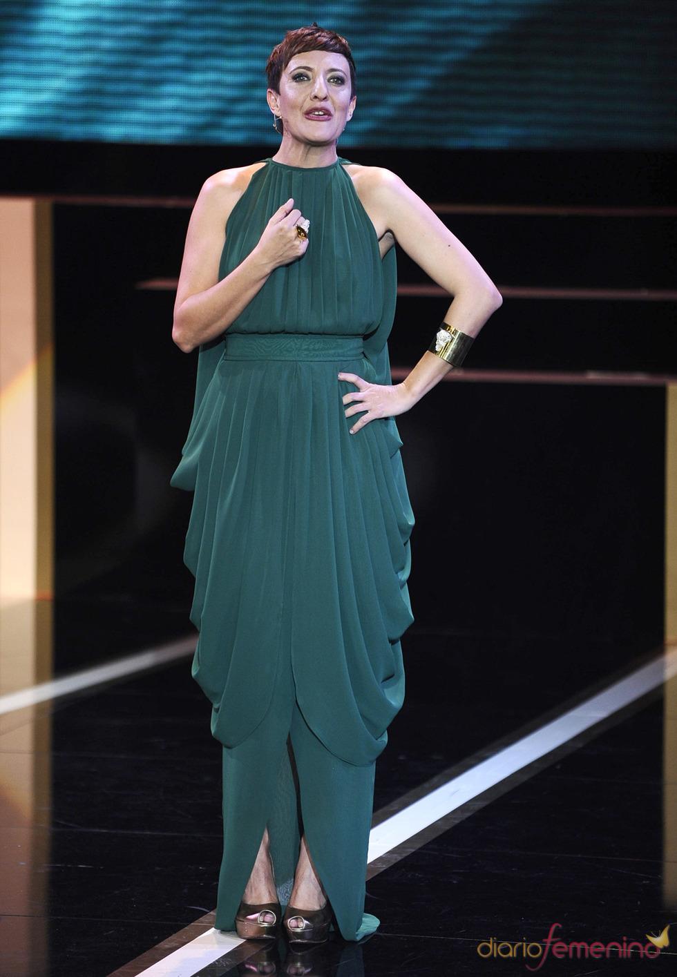 Eva Hache durante la gala de los Goya 2013 con un vestido de Antonio García