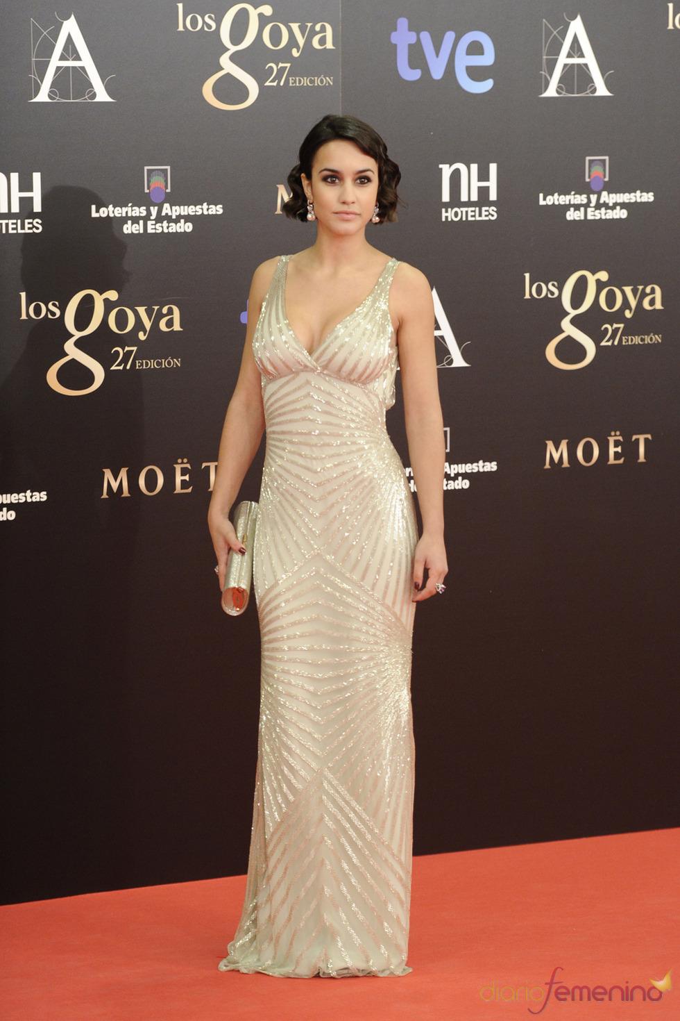 Megan Montaner en la alfombra roja de los Goya 2013