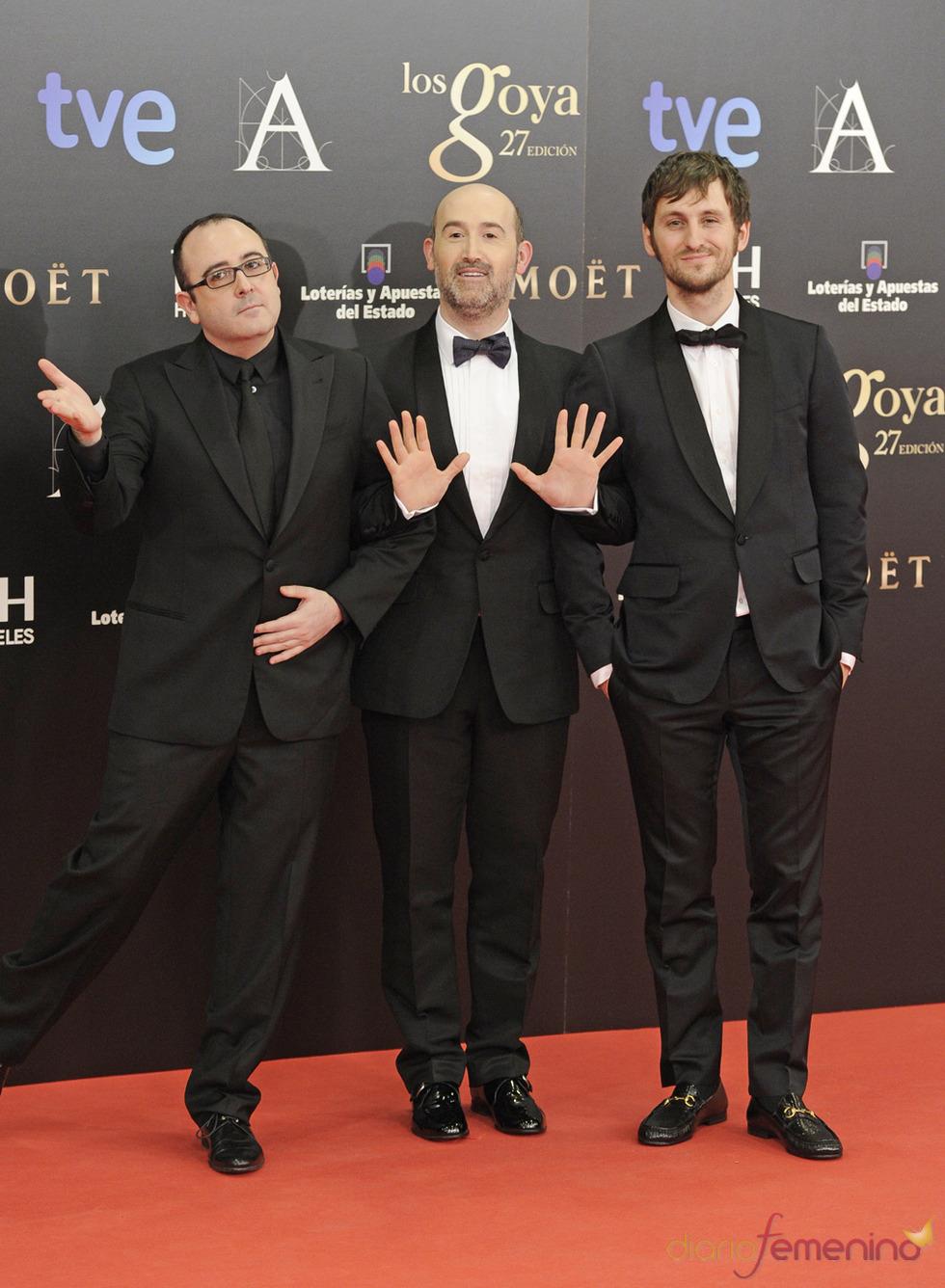 Carlos Areces, Javier Cámara y Raúl Arévalo en la alfombra roja de los Goya 2013