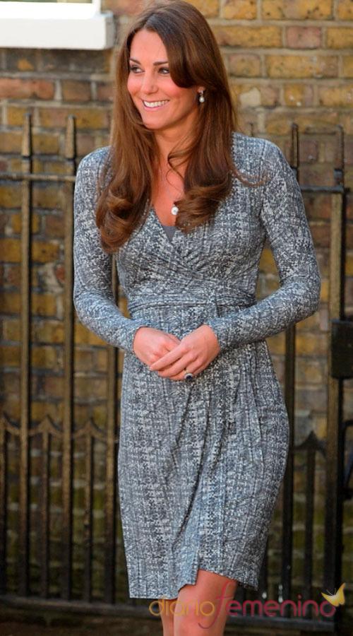 Kate Middleton, embarazada y muy alegre