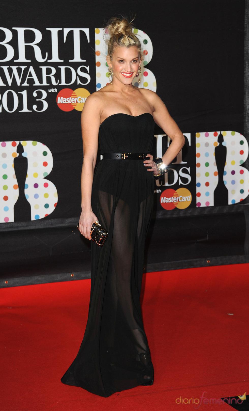 Ashley Roberts en la alfombra roja de los Brit 2013